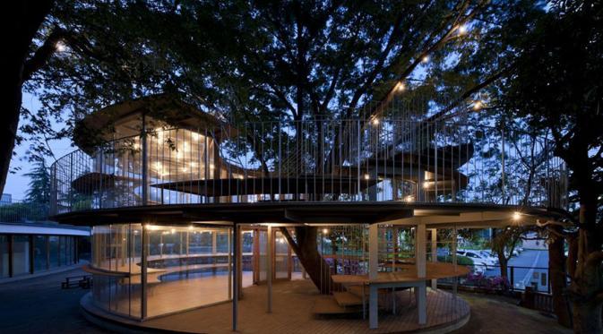 Gambar bangunan Unik Di atas Pohon