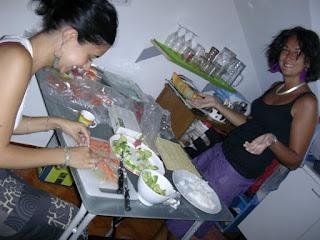 Preparazione del sushi fatto in casa - maki e nigiri