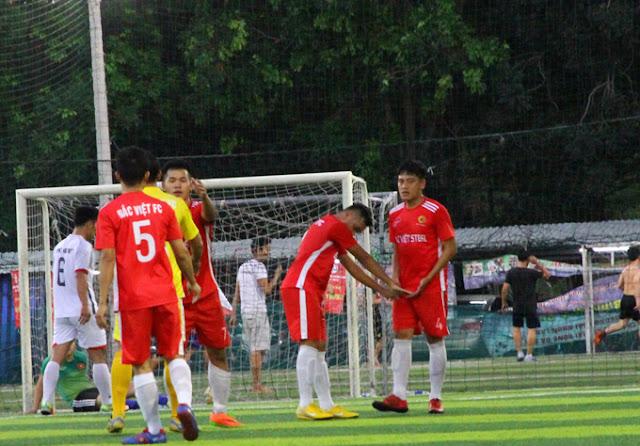 Triệu Luân có một trận đấu xuất sắc lên công về thủ không biết mệt mỏi