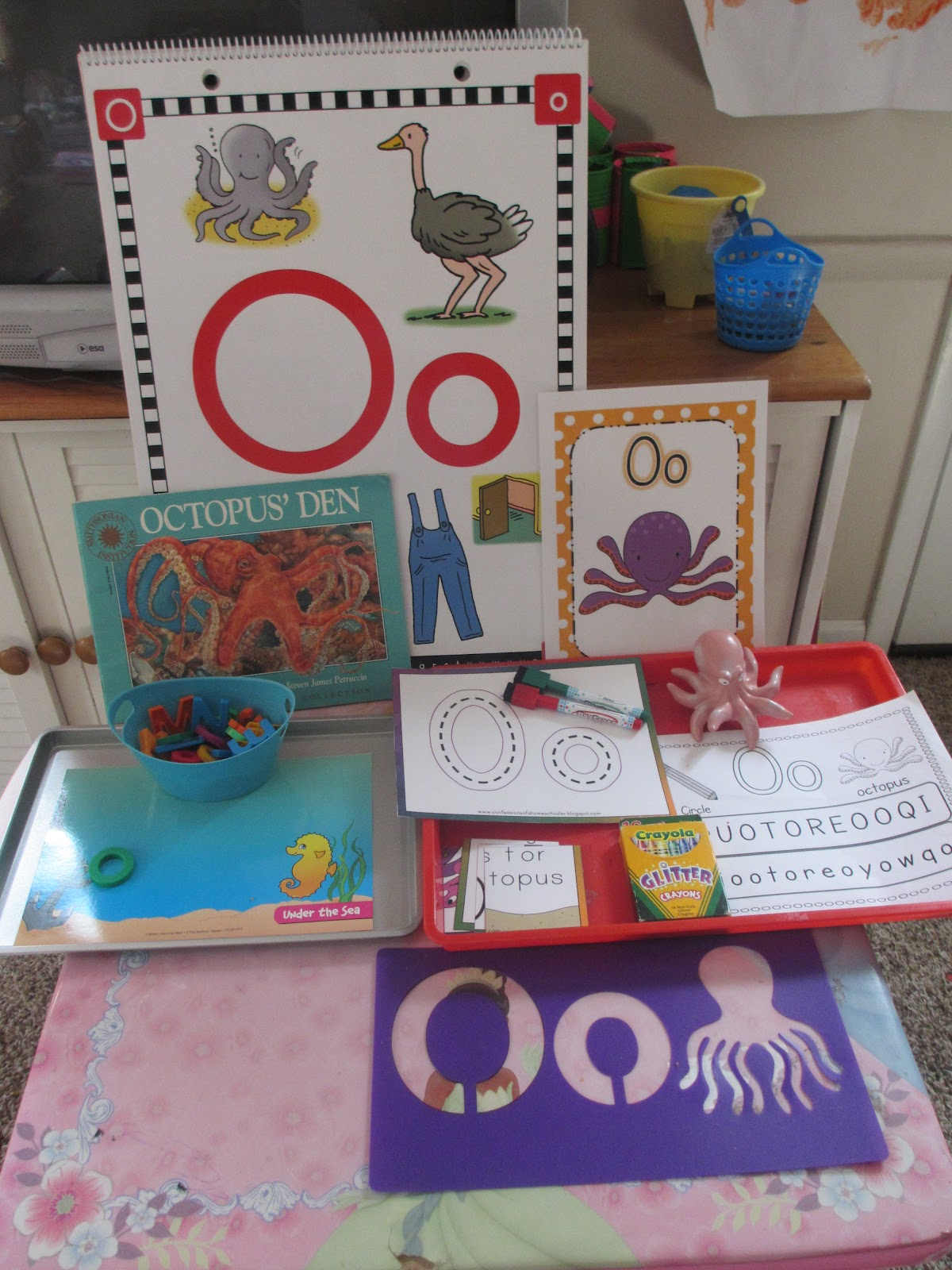 Teaching Munchkins Oo Is For Octopus