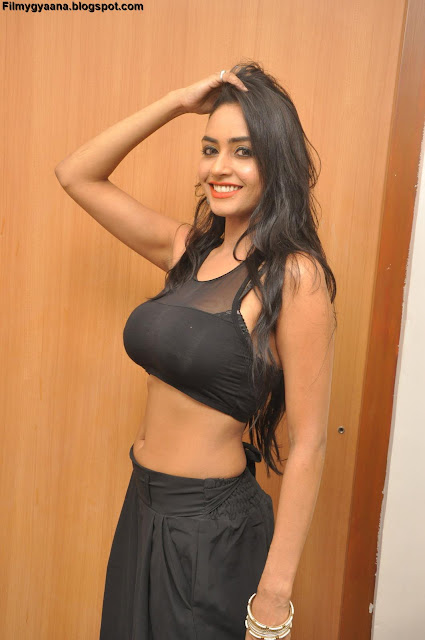 awesome picture of pooja sri