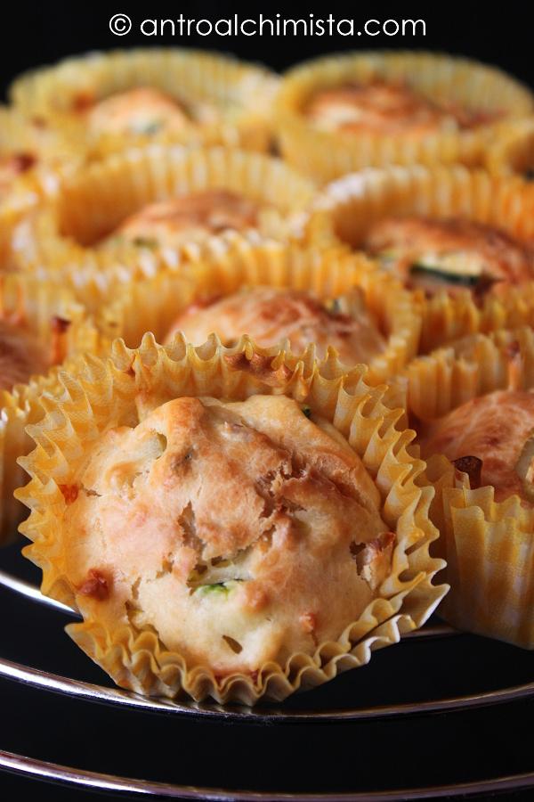 Muffins con Zucchine, Mandorle e Raspadura