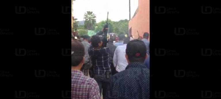 """Vídeo: Con disparos de """"Cuerno de Chivo"""" y AR-15 gatilleros festejan a su Santa Patrona en Durango"""
