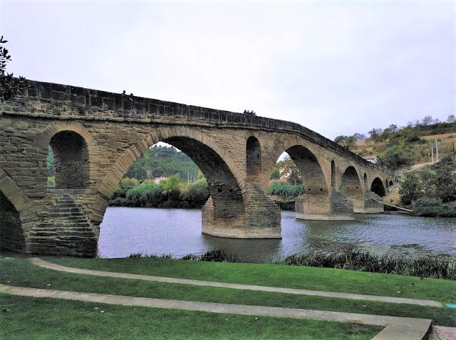Puente de la Reina - Puente medieval en el Camino de Santiago