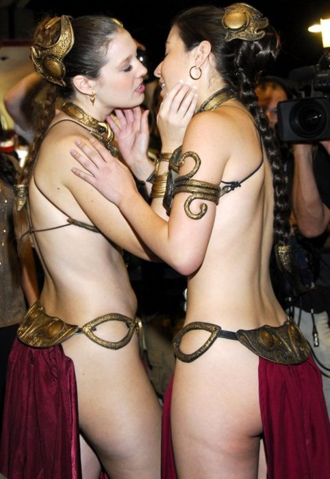 Princess Leia girls making out