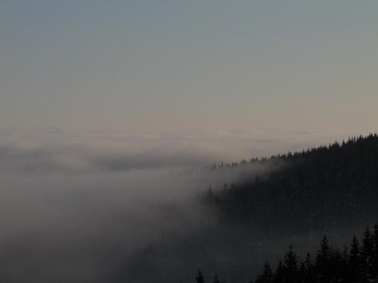 Morze wybujałych obłoków ciągnących się po horyzont (widok w kierunku północno-wschodnim ze Skupniowego Upłazu).