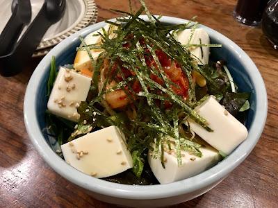 三軒茶屋にある海もぐらの豆腐サラダ