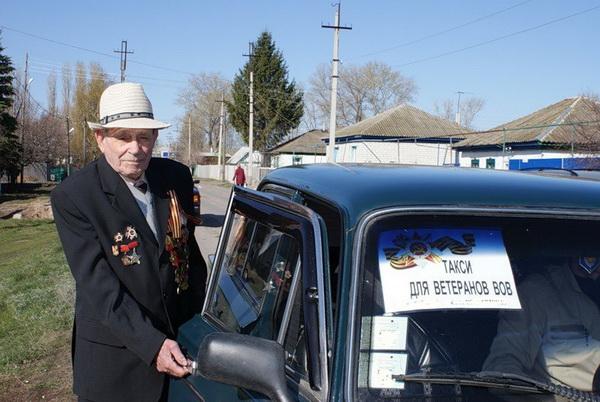 На майские такси в Сергиевом Посаде возит ветеранов бесплатно