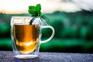 Ilustrasi teh fermentasi yaitu teh kombucha