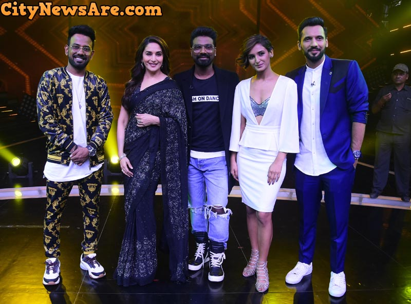 Madhuri Dixit along with Super Judge and captains on Dance Plus 4