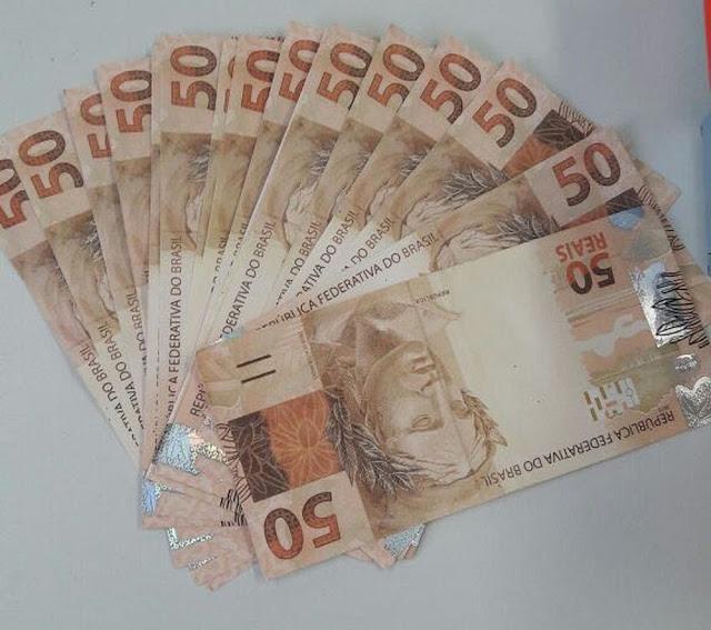 Polícia encontra carro abandonado com mais de R$ 4 mil em Espigão