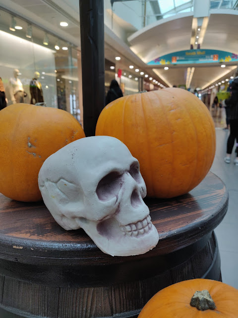 skull and pumpkins at Lewisham Shopping Centre