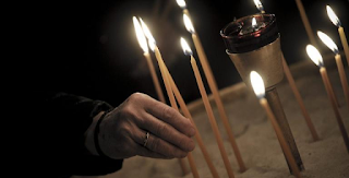 Μεσσηνία: Πλήρωσε πολύ ακριβά το κερί που άναψε στην εκκλησία – Ζητάει παρέμβαση εισαγγελέα!