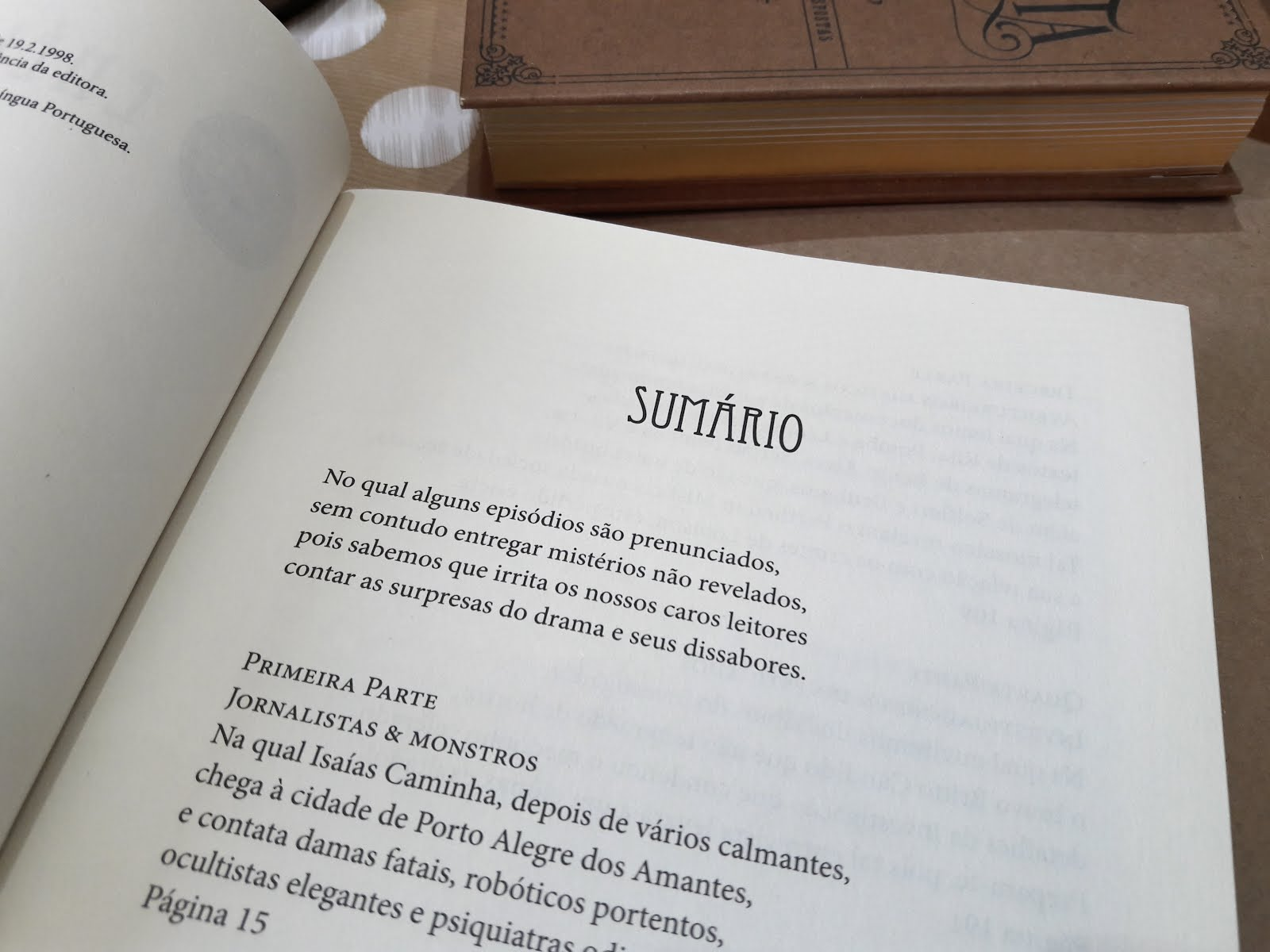 Foto detalhando o sumário do livro A Lição de Anatomia do Temível Dr. Louison