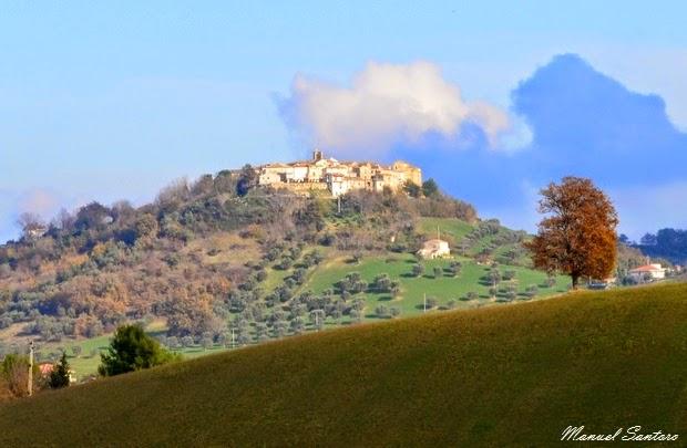 Canzano, Tenuta Cerulli Spinozzi. Vista su Castelbasso