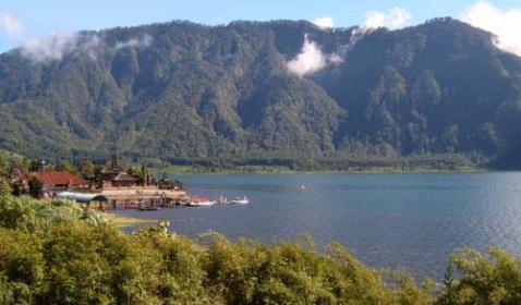 Tempat wisata danau beratan di bali