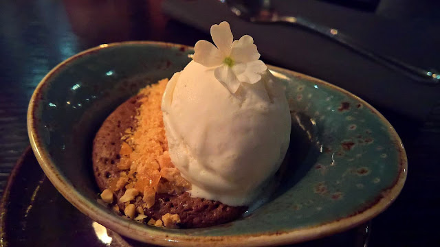 Masu Asian Bistro Tampere mallaspulla ravintola-arvio maapähkinävoi-suklaakakku