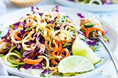 Thai Zucchini Noodle Salad with Cabbage #vegan #recipevegetarian