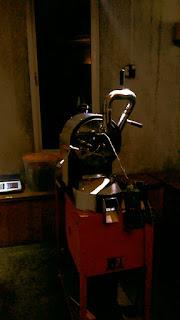Mesin giling kopi di Klinik Kopi di Jogja