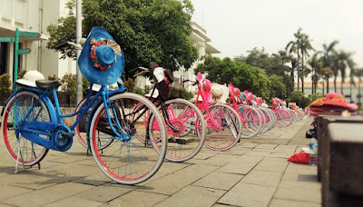 sepeda santai menjadi daya tarik wisata kota tua jakarta