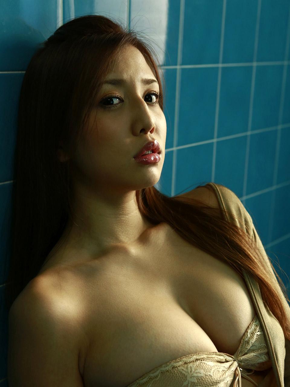 manami marutaka hot bikini pics 02