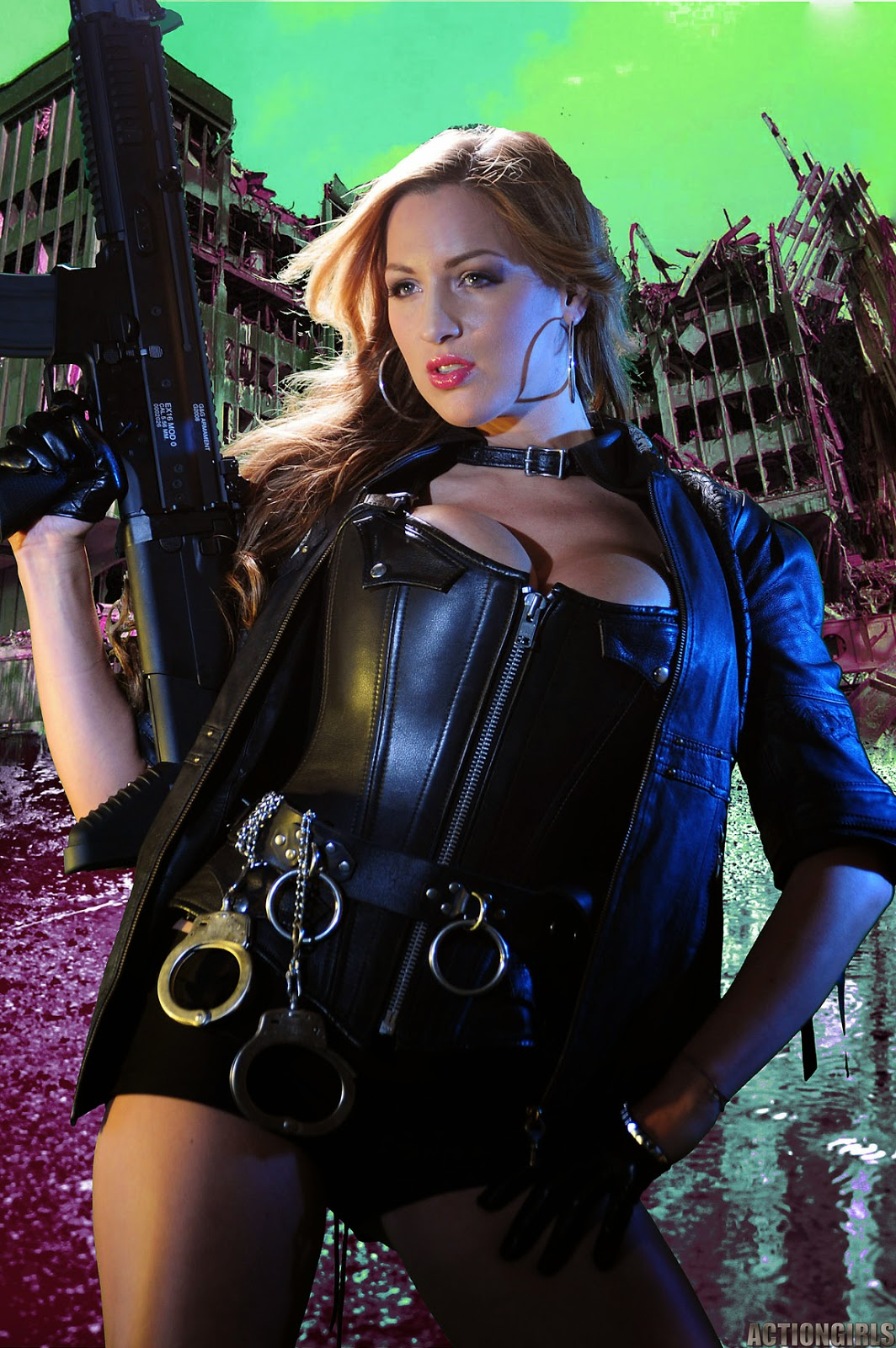 Jordan Carver Big Boobs Show With Gun In Leather Killer -9270