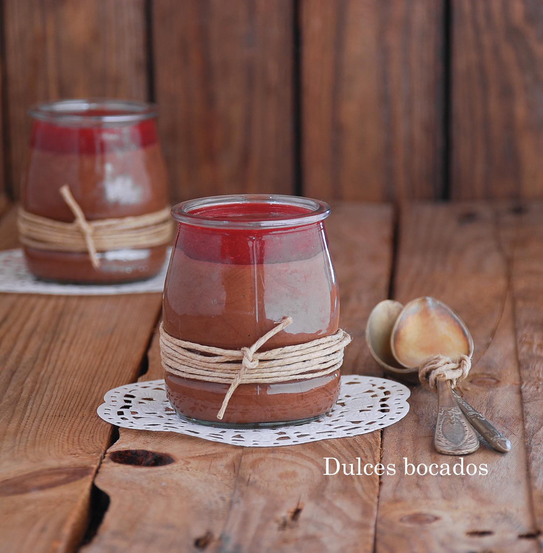 Vasitos de crema de chocolate y salsa de frambuesa - Dulces bocados