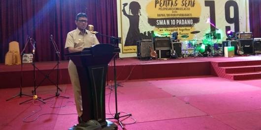 Gubernur Irwan Prayitno Hadiri Perpisahan Siswa SMAN 10 Padang