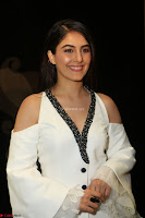 Isha Talwar Looks super cute at IIFA Utsavam Awards press meet 27th March 2017 27.JPG