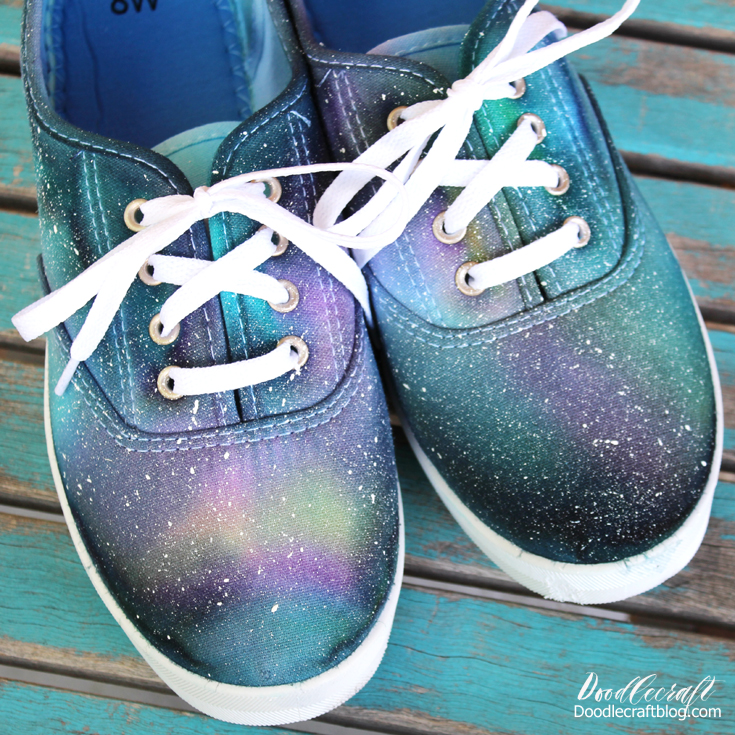 how to tie dye shoes to look like a universe filled with light and stars