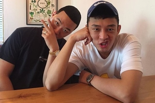 Dengan Rambut Kembar Mereka BewhY Ikat Persahabatan Bersama Yoo Ah In