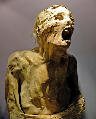 foto mummi berteriak yang menyeramkan