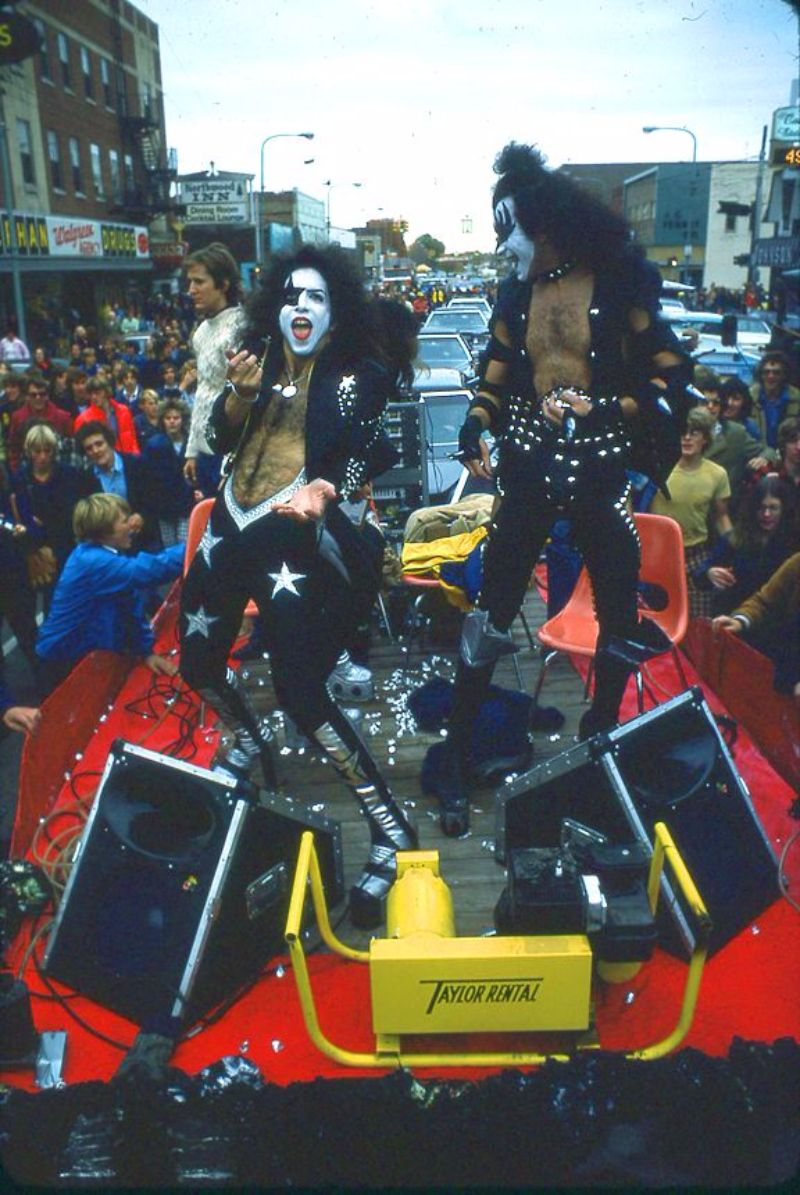 The Amazing Story And Photos Of Kiss Played At Cadillac