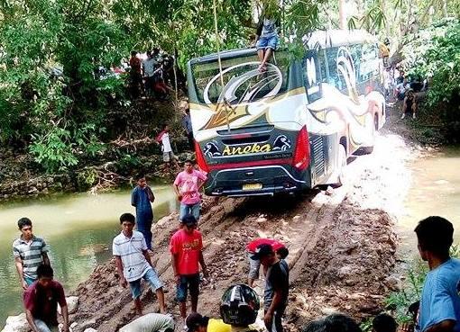 Bus Aneka, selayar, Terjebak Ditengah Sungai Jalur Alternatif, S. Appabatu