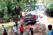 Bus Aneka Terjebak Ditengah Sungai Jalur Alternatif S. Appabatu