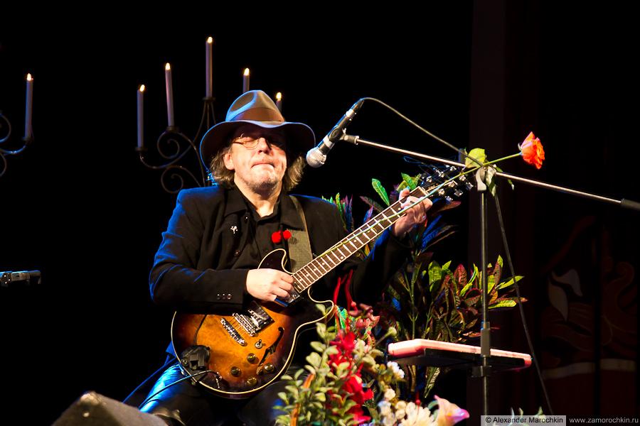 Гитарист Аквариума Алексей Зубарев на коцерте в Саранске, 09.02.2013