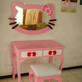 Meja Rias Hello Kitty pink