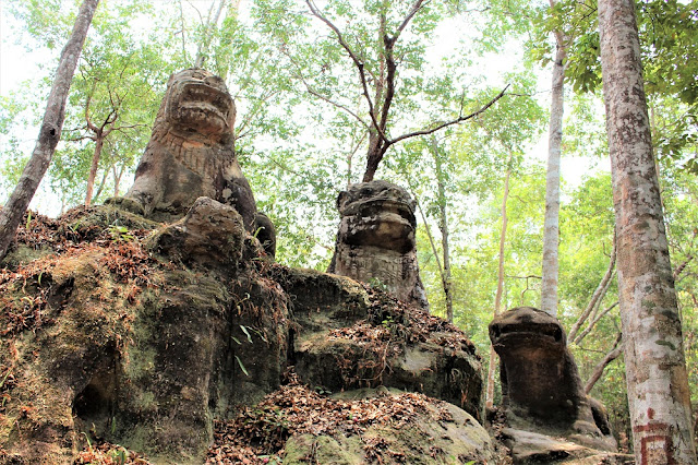Lion statues on Phnom Kulen mountain, Cambodia - travel blog