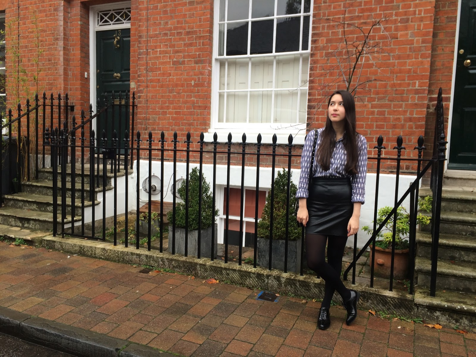 OOTD, outfit post, blogger, fashion, street style, skirt, brogues, box bag, black
