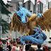 Patung Naga Cengkeram Burung Garuda, Di Arak Di Kota Bandung