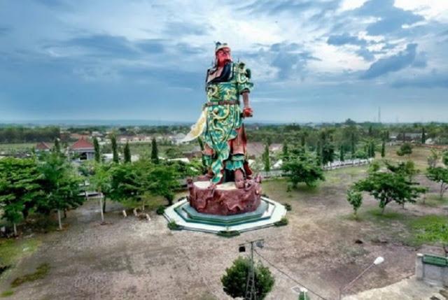 Gencar Buru Ormas Anti Pancasila, Pemerintah Justru Bangga Beri Rekor MURI Patung Pahlawan Cina