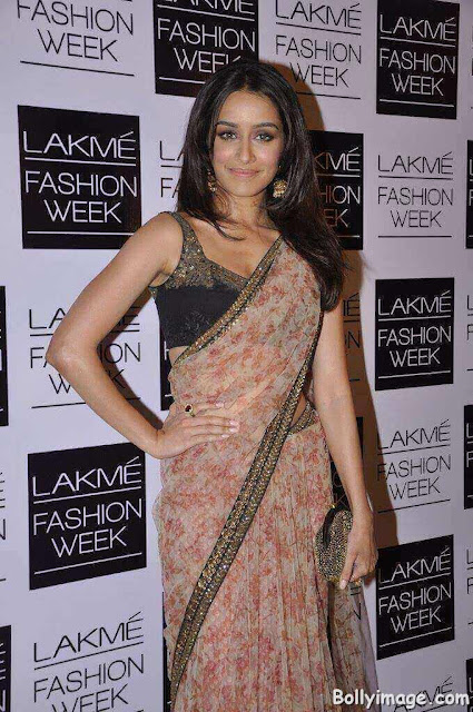 shraddha kapoor looks hot in saree pic