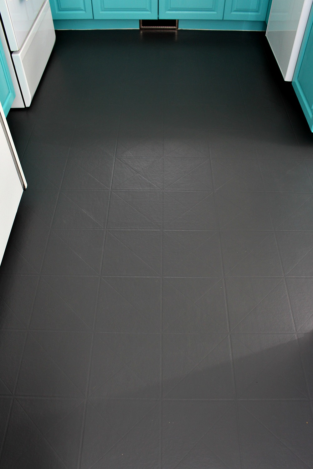 How to paint a vinyl floor diy painted floors dans le lakehouse black painted kitchen floor dailygadgetfo Gallery