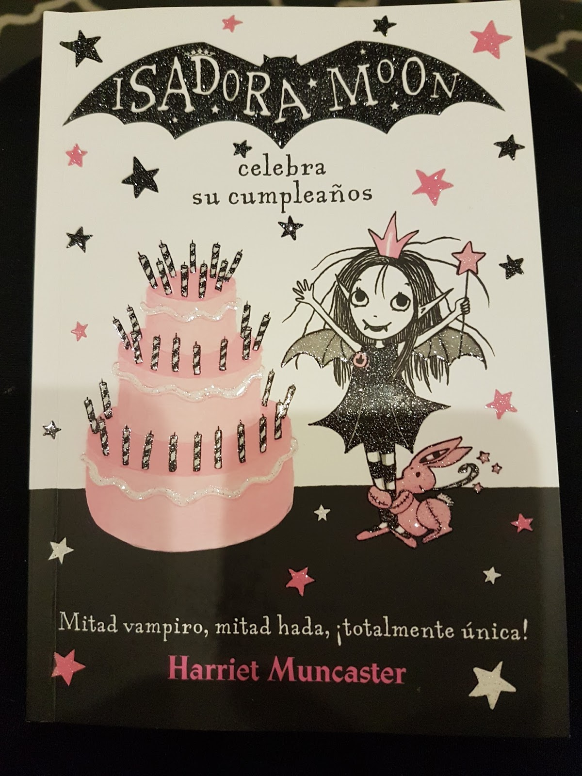 """Isadora Moon celebra su cumpleaños"" - Harriet Muncaster"