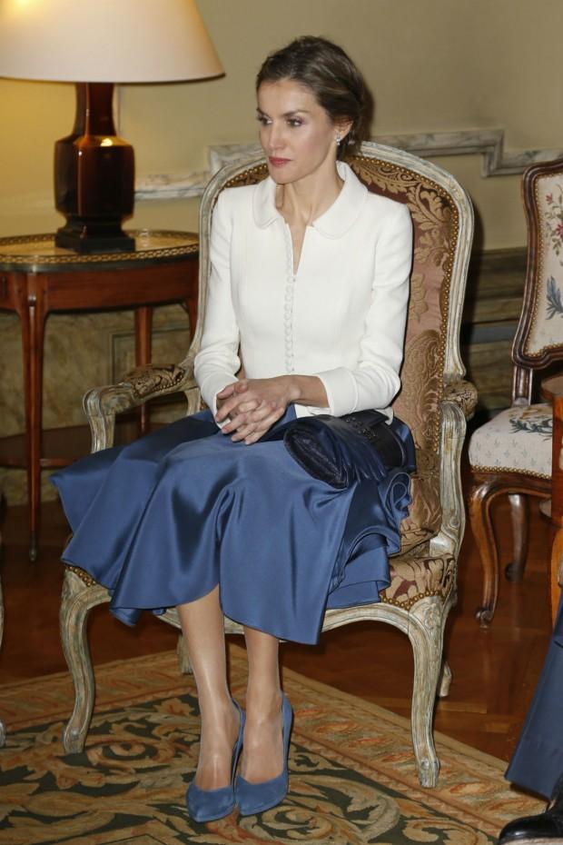 Charlene sitting on the rlc throne - 1 5