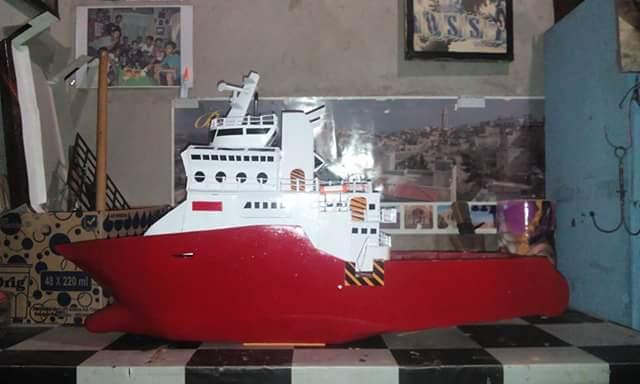 bagi pencinta miniatur kini hadir miniatur kapal semua jenis karya anak  lawe-lawe  Penajam Paser Utara. berikut contohnya  52c9b05997