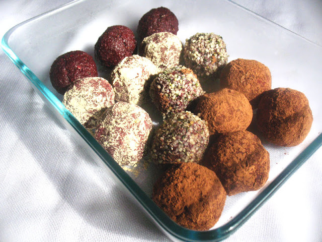 Beet Energy Bites with Dried Fruit and Cocoa
