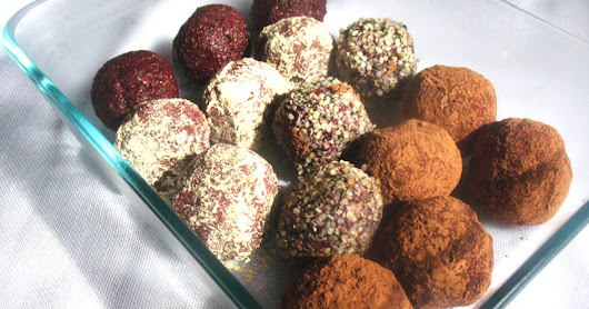 Beetroot Energy Bites with Dried Fruit, Almonds and Cacao