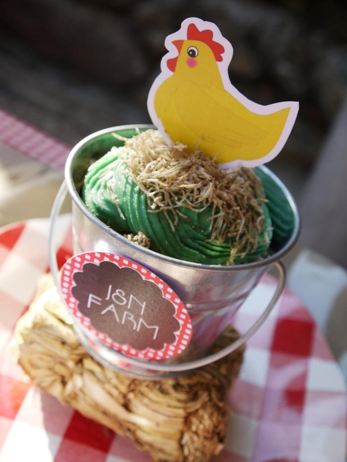 Barnyard Birthday Party | DIY Farm Animal Cupcakes