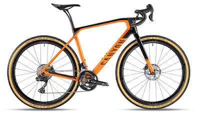 Una bicicletta gravel Canyon Grail CF SLX 8.0 Di2 2020